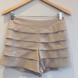 Ruffled dress shorts - Small
